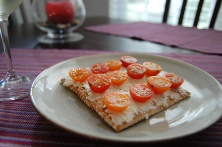 tomato goat cheese crackers